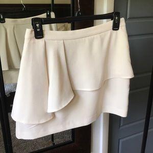 Forever 21 cream ruffle mini skirt size Medium NWT